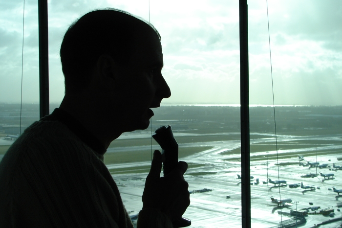 Air_traffic_controller_schiphol_tower
